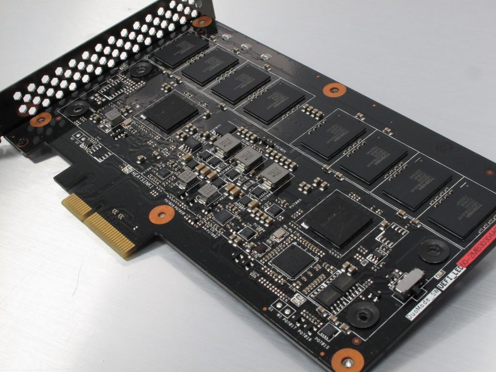 Asus_ROG_Raidr_PCIe_SSD_240GB__11_